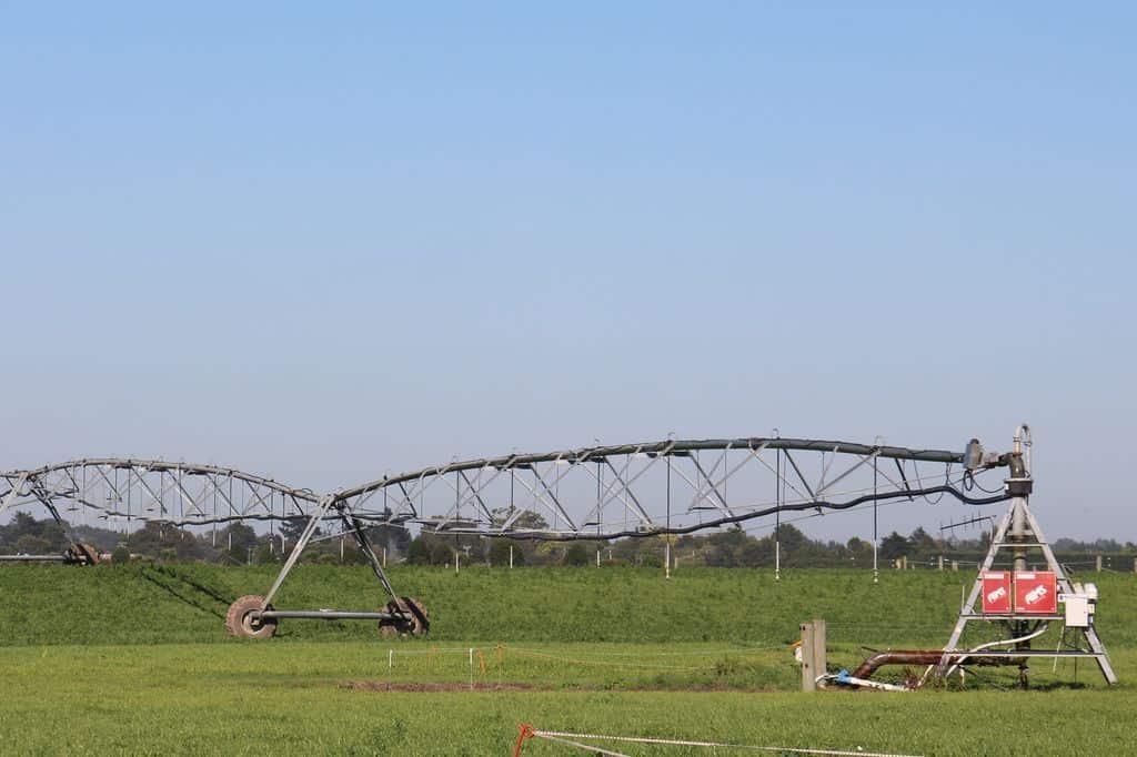 prairie-elevage-laitier-nouvelle-zelande-paturage-irrigation-canterburry-pivot-rampe-arrosage