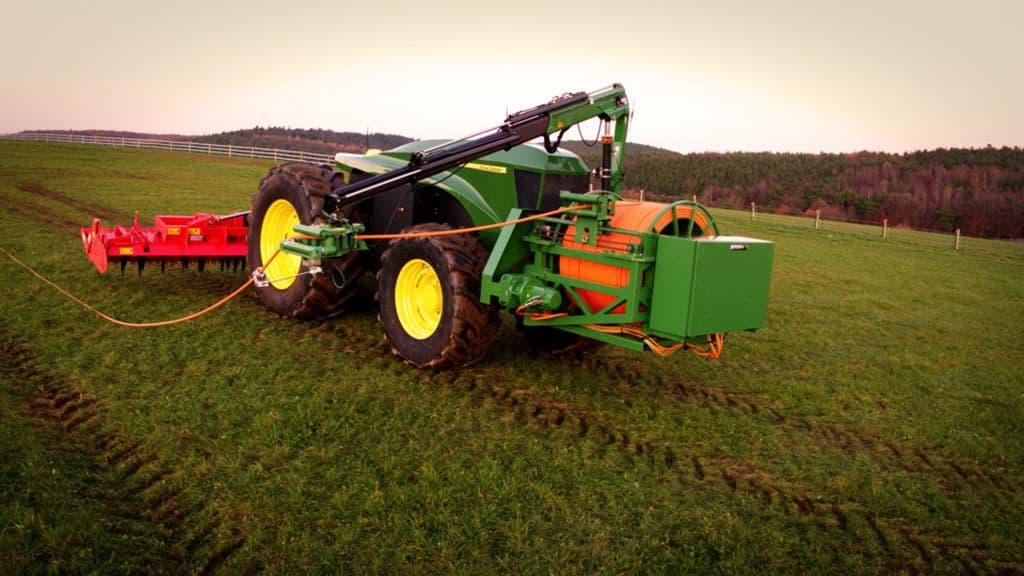 tracteur électrique equipe machinisme Entraid : une ferme électrique ?