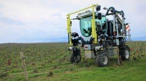 tracteur enjambeur électrique Kremer T4E dans les vignes de la Champagne