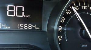 problème mathématique sur la réduction de la vitesse maximum sur les routes sans séparateur.