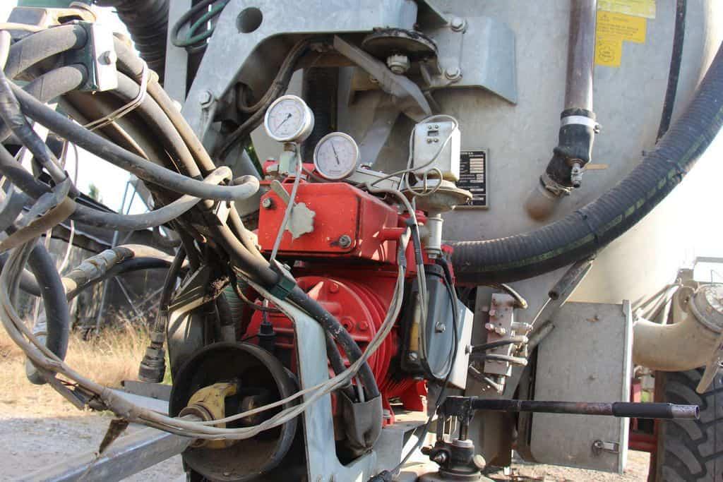 Flexibles hydrauliques entre le tracteur et le broyeur répartiteur