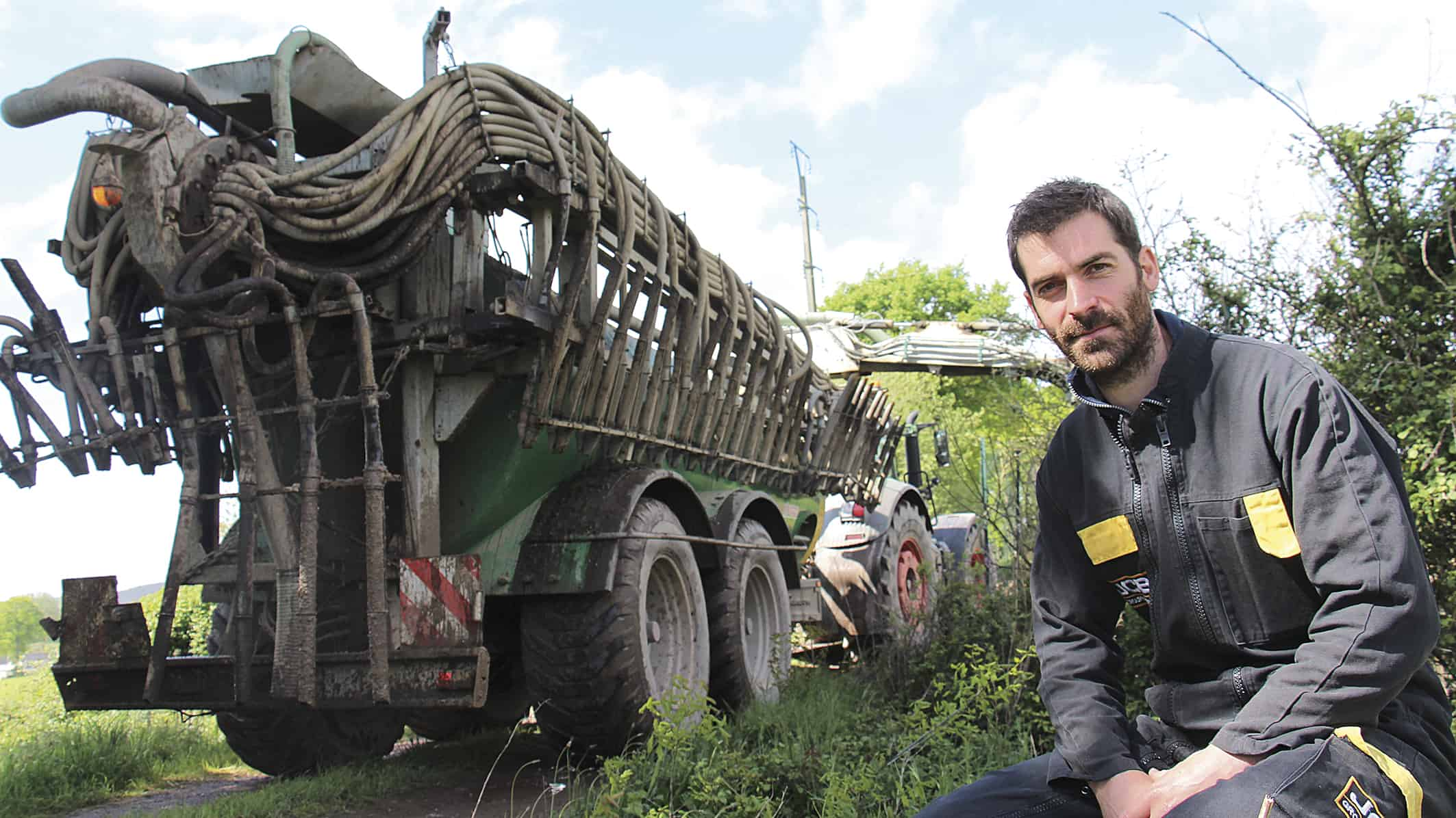 stratégie exploitation agricole : Sylvain Rolland de la cuma des Violettes et Sillon dans le Morbihan présente des outils pour son exploitation laitière
