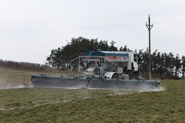 BullTech System Agro-Tract, épandage de chaux avec automoteur Agro-Tract