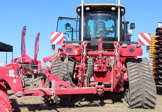 tracteur versatile, attelage