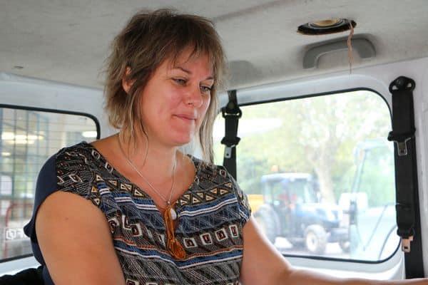L'infirmière propose des dépistages pour les salariés agricoles mais aussi les agriculteurs sur le quai de dépôt des vendanges.