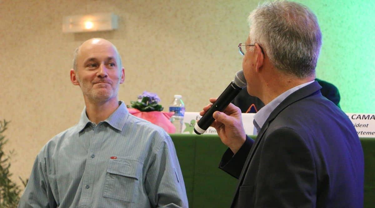 Un agriculteur interrogé par Max Doux, lors de l'AG de la fdcuma47.