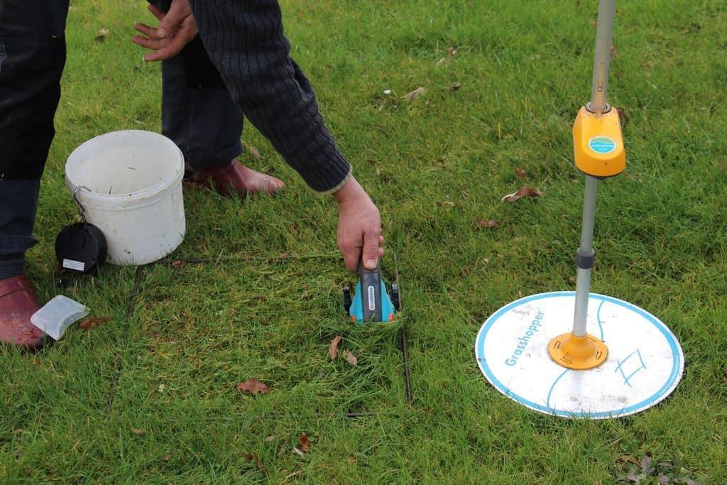 prélévèment d'herbe pour mesurer le stock sur pied