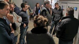 Stations collectives de traitement de l'eau : des agriculteurs en visite dans une station collective de traitement de l'eau.