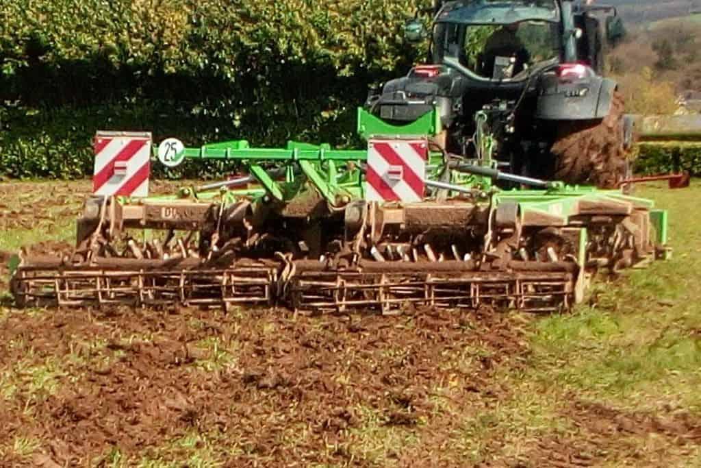 Compil (Duro) en chantier de destruction de prairie