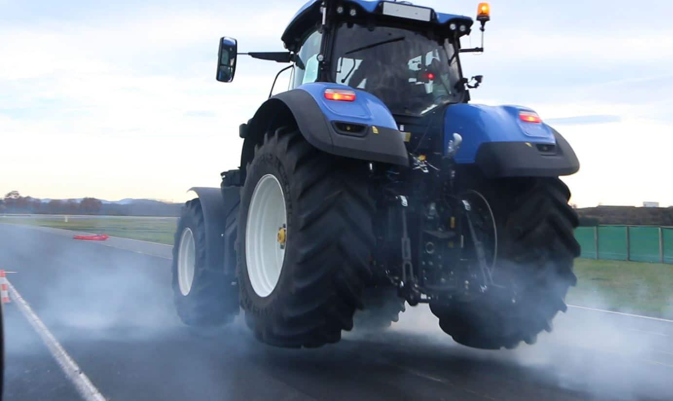 Distance de freinage : Freinage urgence Michelin sur sol mouillé