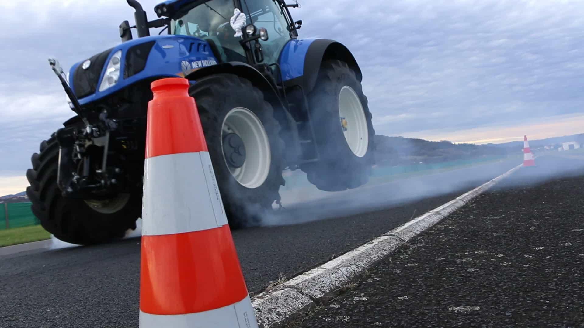 freinage d'urgence d'un tracteur