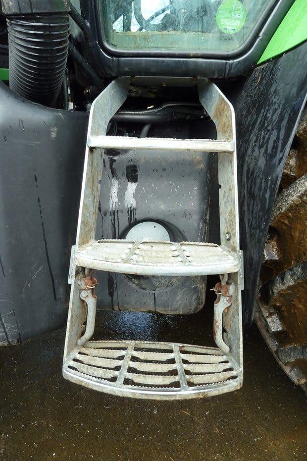 prévention des chutes : astuce marchepied de tracteur