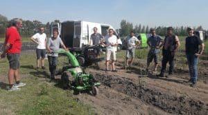 désherbage mécanique : les matériels testés dans des champs d'asperges