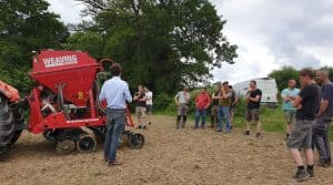 semis direct de maïs , cuma de Mailhac sur Benaize avec le semoir Weaving.