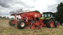 Des groupes d'agriculteurs en cuma expérimentent diverses techniques de semis direct dans les Landes et les Pyrénées Atlantiques.