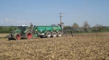 Cuma de la riantiere tracteur mayenne strategie equipement mecanisation materiel performance