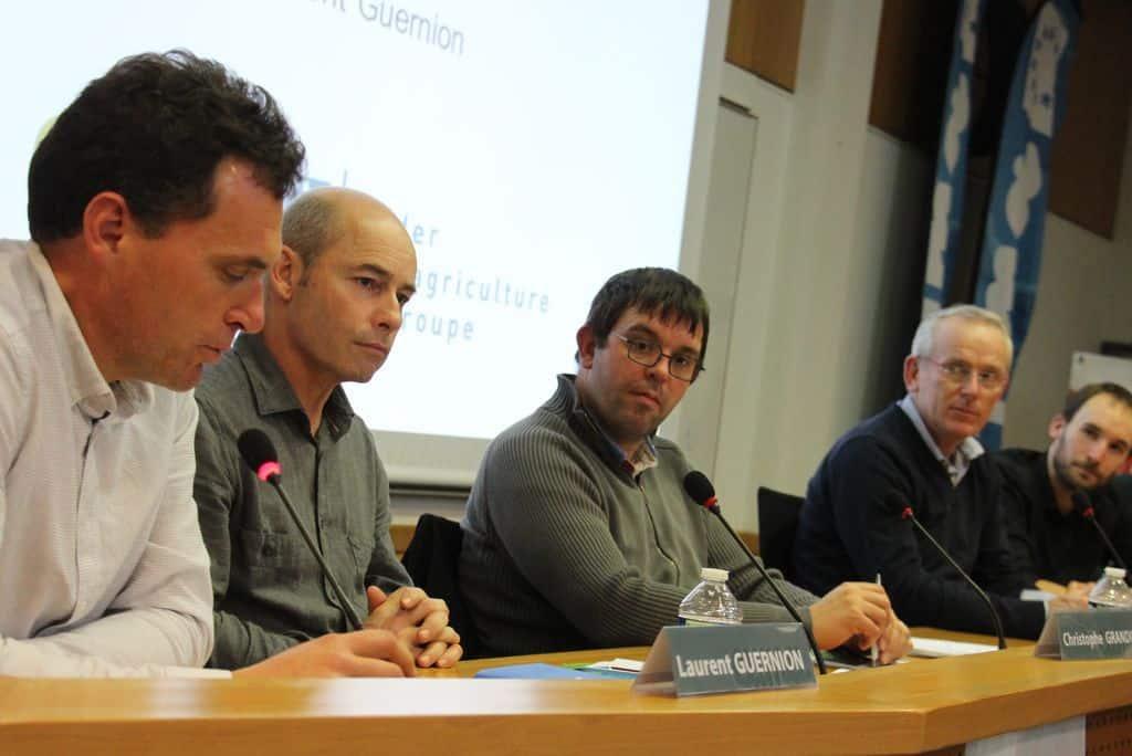 La tribune de l'AG de la Frcuma ouest lors de la table ronde sur l'autonomie proteique