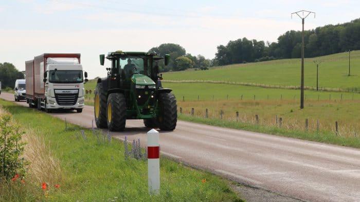 tracteur sur route