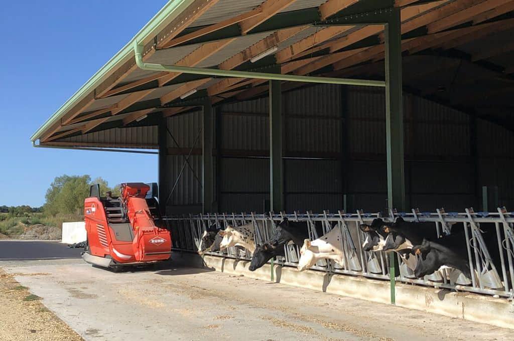 Automatisation de l'alimentation en élevage de ruminants avec la robotisation