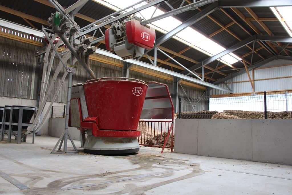 robot dans la cuisine de l'élevage