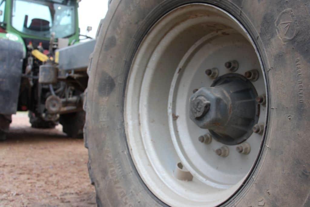 remorque attelée à un tracteur Fendt