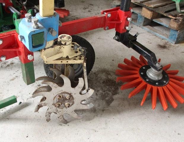 désherbage mécanique de la vigne