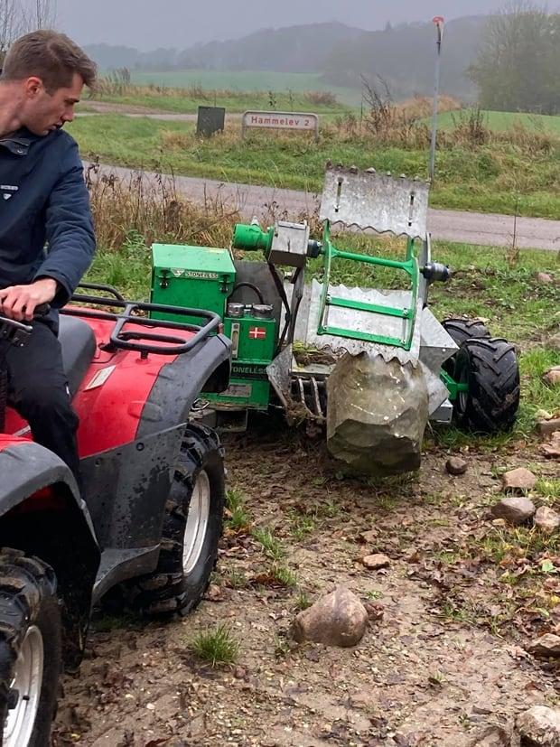 ramasseuse de pierres Stoneless sur quad