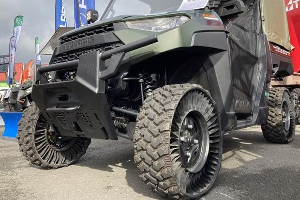 SSV Polaris Ranger avec roues Michelin Tweel.